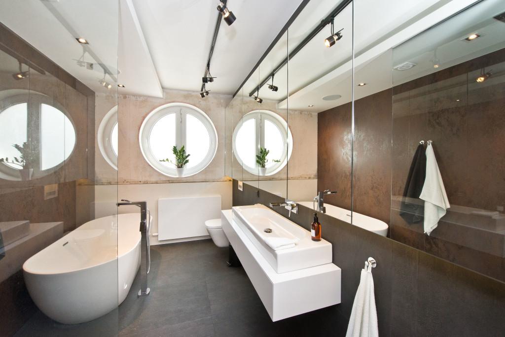 Łazienka zprysznicem iwanną