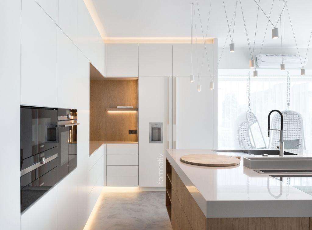 Biała zabudowa kuchni / Projekt: Formative